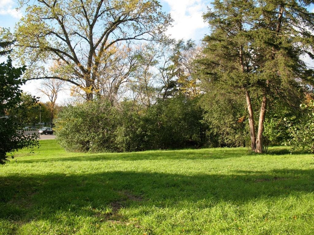 The original Lilac Park lawn on Highway 100 and Minnetonka Boulevard